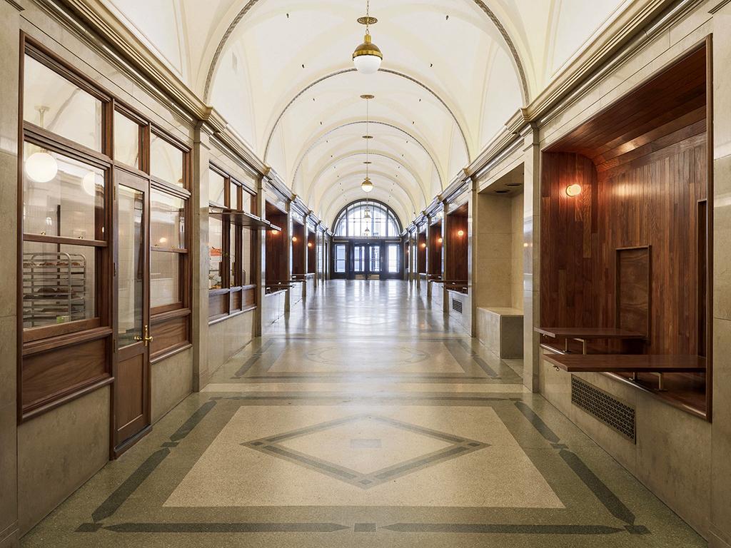 Padaria renova corredor de edifício histórico em NY